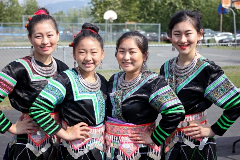 The White Cloud Dancers: De Xiong, Ka Sia Xiong, Gao Cia Xiong and Qaze Xiong